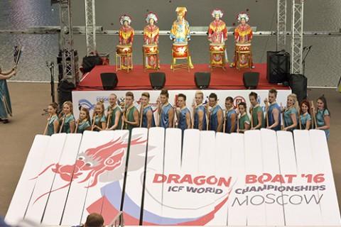 Торжественная церемония открытия чемпионата мира по гребле на лодках «дракон» 2016 года